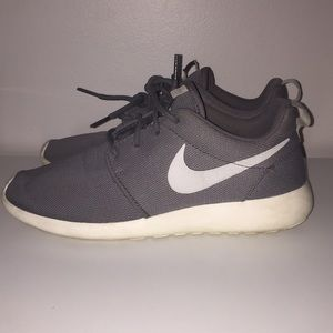 HOLD!! Do not buy! Nike Roshe
